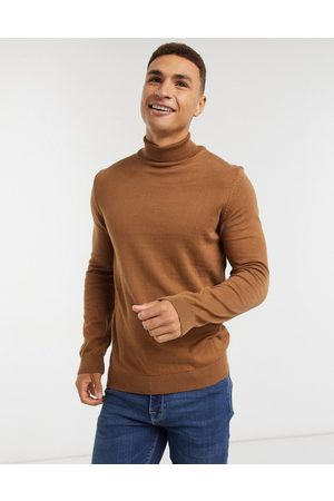 New Look Roll neck knitted jumper in camel-Brown