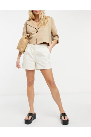 Oasis Tailored shorts in neutral