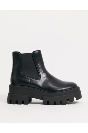 Pull&Bear Short platform chelsea boot with cleated sole in