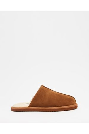Staple Superior Shearling Lined Slippers - Slippers & Accessories (Tan) Shearling Lined Slippers