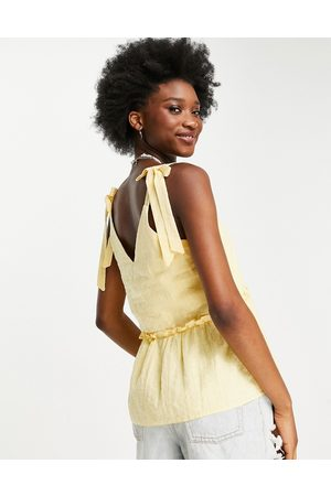 New Look Women Cami Tops - Textured v neck tie strap cami in sunflower