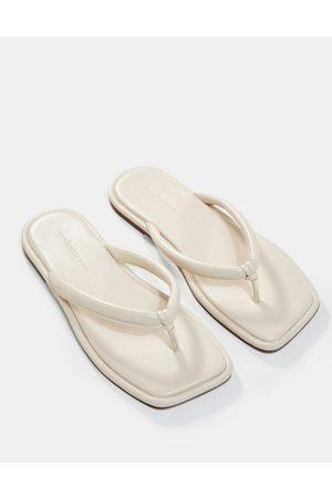 Bershka Padded thongs in - HOLD FOR MARKETING-White