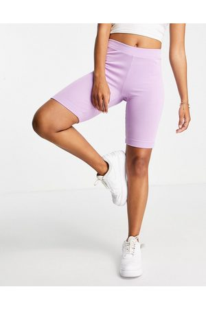 Pieces Organic cotton ribbed legging shorts in -Purple