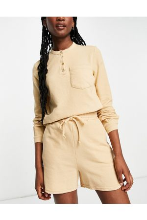 Pieces Women Shorts - Organic cotton blend jersey shorts co-ord in -Brown