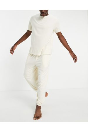 ASOS DESIGN Men Pyjamas - Fluffy pyjama set with oversized trackies and t-shirt in -Neutral