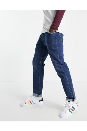Levi's Skinny tapered fit jeans in dark blue wash