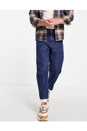 Levi's Stay loose tapered cropped fit jeans in mid blue wash