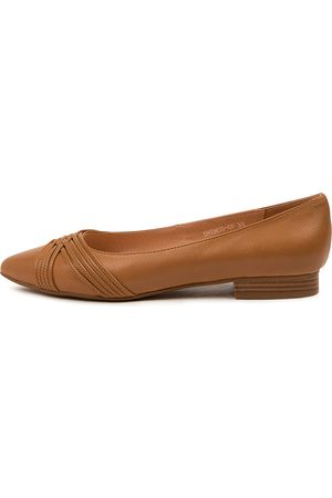 Diana Ferrari Dremss Df Dk Tan Shoes Womens Shoes Casual Flat Shoes