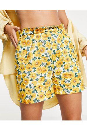 VILA Shorts co-ord in floral-Multi