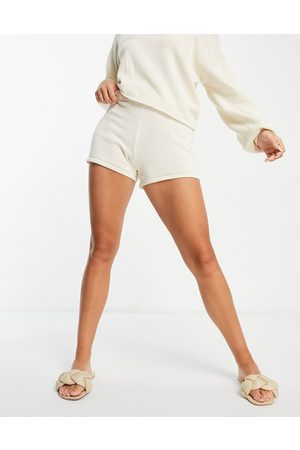 Pieces Women Shorts - Organic cotton knitted shorts co-ord in -White