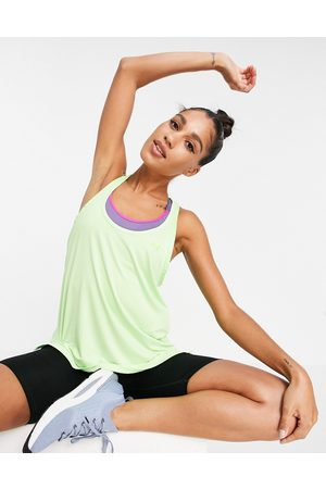 Under Armour Women Sports Tops - Training Knockout tank top in