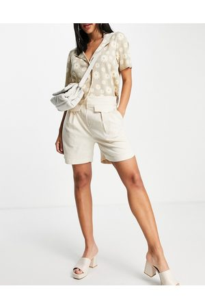 SELECTED Femme tailored linen shorts with pocket and tuck detail in -White
