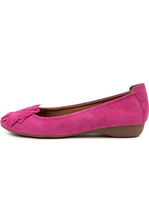 SUPERSOFT Eellis Su Fuchsia Shoes Womens Shoes Casual Flat Shoes