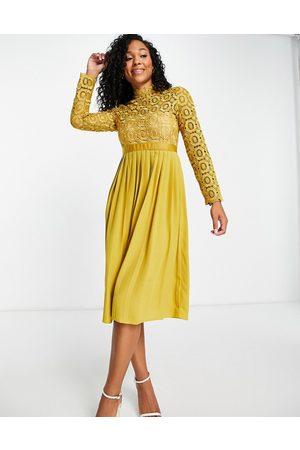 Little Mistress Pleated dress in -Yellow