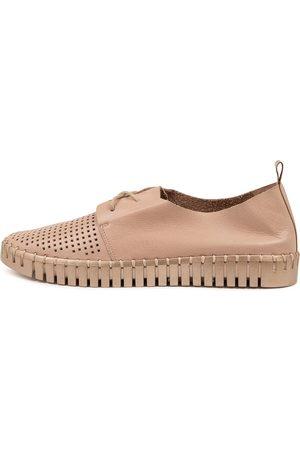 Django & Juliette Hustons Dj Rose Pale Rose Sneakers Womens Shoes Casual Casual Sneakers