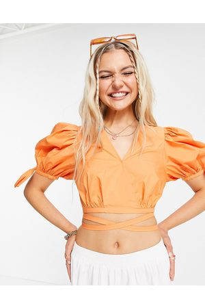 Urban Revivo Puff sleeve cropped blouse with tie details in