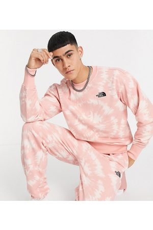 The North Face Oversized Essential trackies in pink tie-dye - Exclusive to ASOS