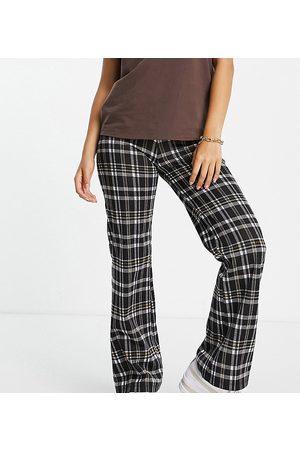 ASOS ASOS DESIGN Petite straight leg pants with v waist in -Multi