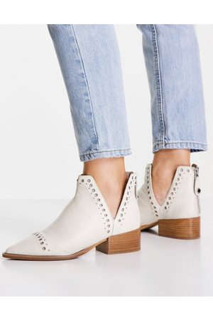 Steve Madden Epyr cut out heeled ankle boots in -Neutral