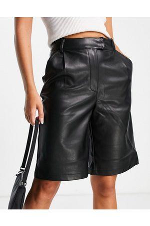 River Island Women Bermudas - Longline faux leather bermuda shorts in