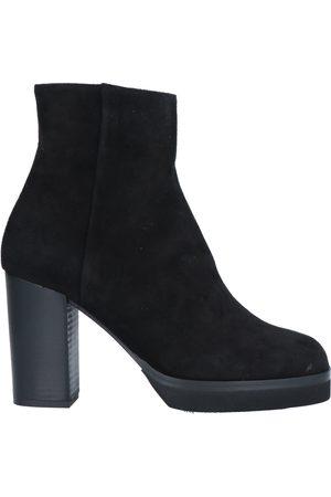 Cristian Daniel Ankle boots