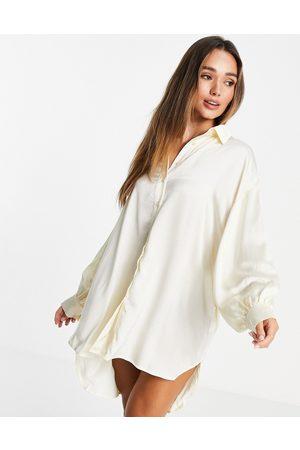 Glamorous Oversized satin shirt dress in -White