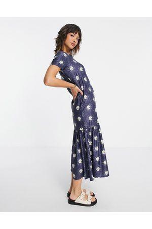 Urban Threads Tiered midi smock dress in sun print-Blue