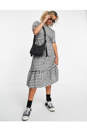 VIOLET ROMANCE Tiered midi dress with open back in gingham-Black