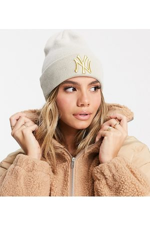New Era Exclusive beanie in stone with gold NY-Neutral