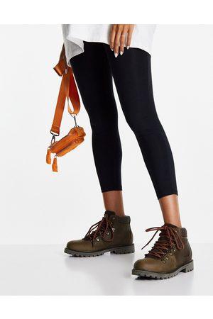 Barbour Fairfield hiker boots in