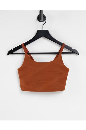Only Play Textured performance sports bra in (part of a set)-Brown
