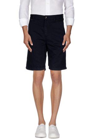 Guess Shorts & Bermuda Shorts