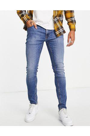 JACK & JONES Intelligence Pete carrot fit jeans in lightwash blue