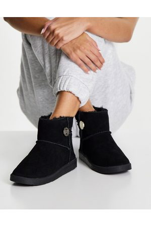 River Island Faux fur lined suede quilted low rise ankle boots in