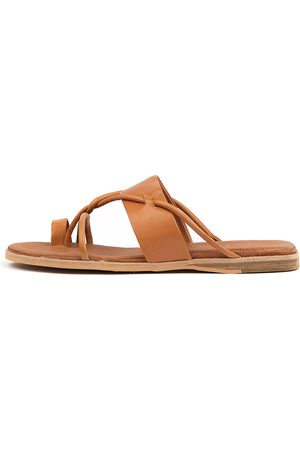 Django & Juliette Women Flat Shoes - Taniela Tan Sandals Womens Shoes Sandals Flat Sandals