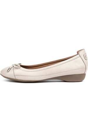 SUPERSOFT Embark Stone E Shoes Womens Shoes Casual Flat Shoes