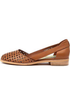 Django & Juliette Aidan Dj Dk Tan Shoes Womens Shoes Casual Flat Shoes
